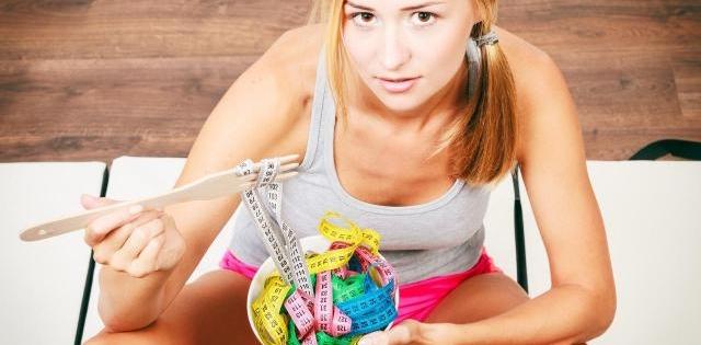 Czego nie jeść, żeby schudnąć? Tych produktów unikaj, jeśli chcesz być FIT