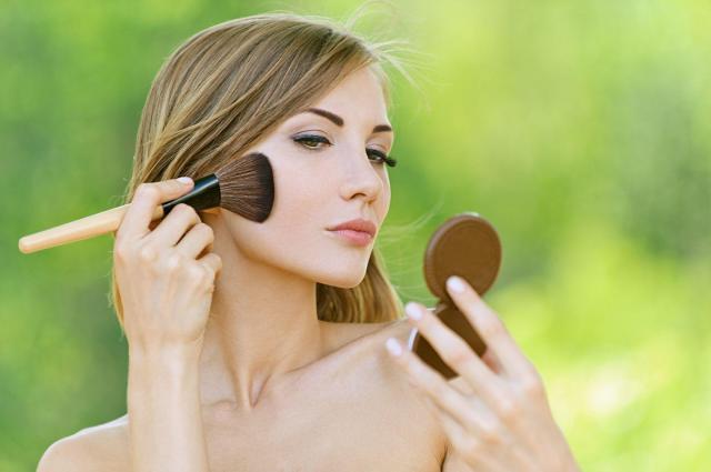7 trików na idealny mat na twarzy