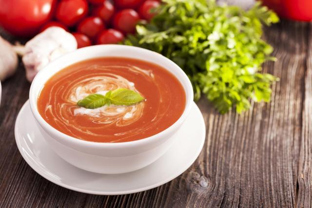 Proste przepisy na smaczną zupę ze świeżych pomidorów