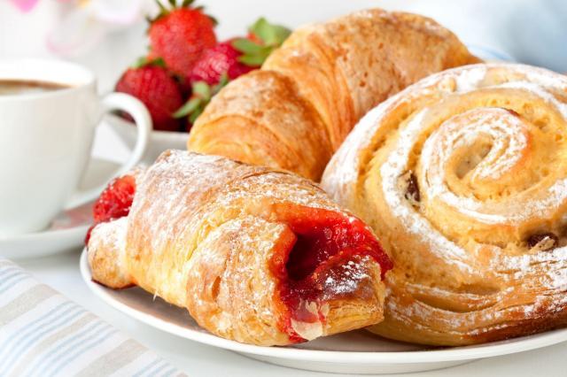 Ciasto francuskie - idealne przepisy na domowe przyjęcie