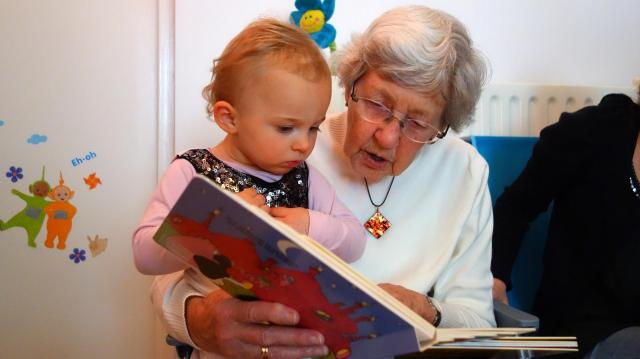 Kiedy zacząć czytać dziecku?
