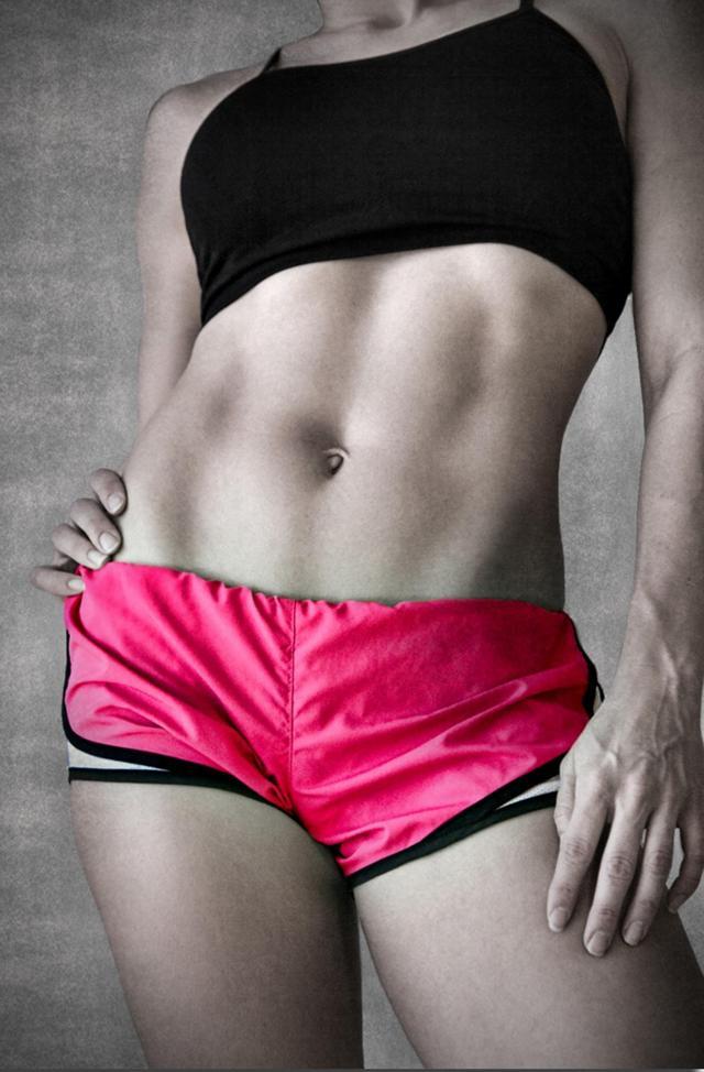 3 ćwiczenia, które wykonywane regularnie, pozwolą Ci wyrzeźbić brzuch
