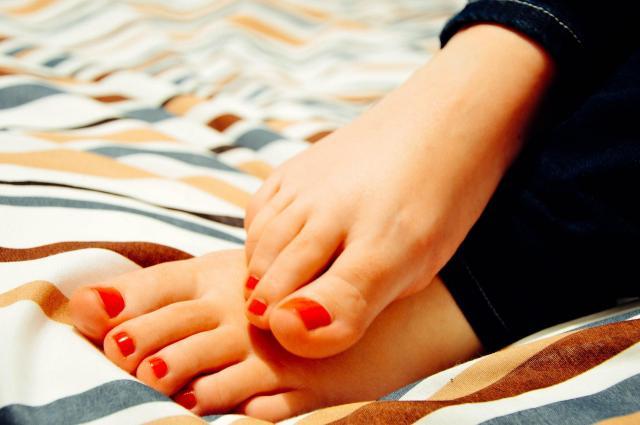 Jak zadbać o paznokcie u stóp? Praktyczny poradnik