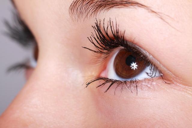 Czy przedłużanie rzęs jest bezpieczne dla oczu?