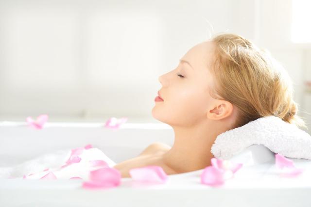 Nieziemsko pachną i cudownie się pienią, czyli przepis na domowe kule do kąpieli