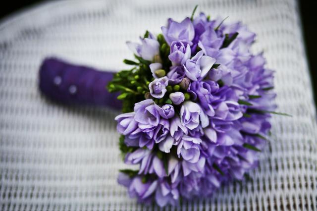 Bukiet ślubny na każdą porę roku. Jakie kwiaty dobrać?