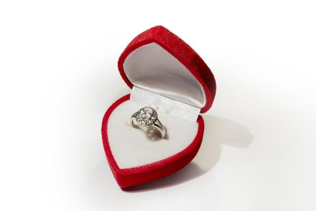 9 niezaprzeczalnych prawd o zaręczynach. Znaliście je wcześniej?
