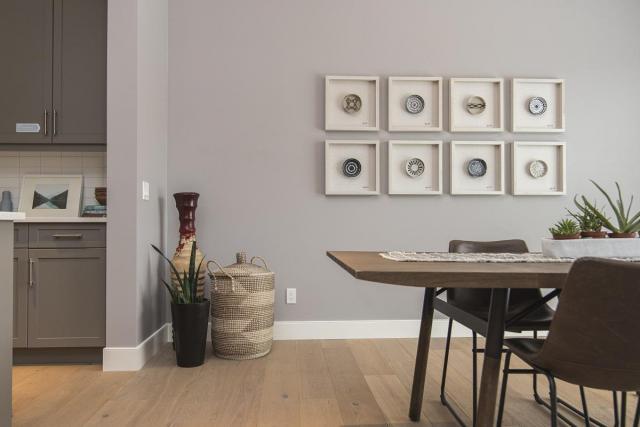 Jak urządzić stosunkowo małe mieszkanie, tak aby wyglądało gustownie i bardziej przestronnie?