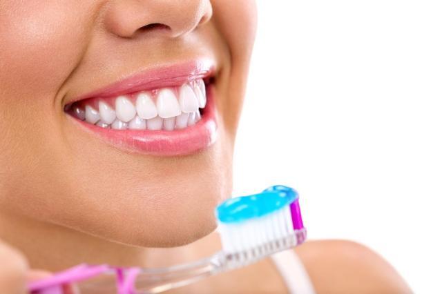 Zdrowe i zadbane zęby. Praktyczny poradnik na to, jak je myć