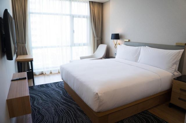 Jak stworzyć niesamowitą sypialnię poprzez zastosowanie zasłon?