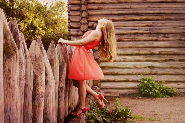 Modne sukienki na wiosnę i lato. To będzie hitem!