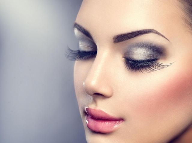 Cudowny makijaż na dzień smoky eye - jak go wykonać?