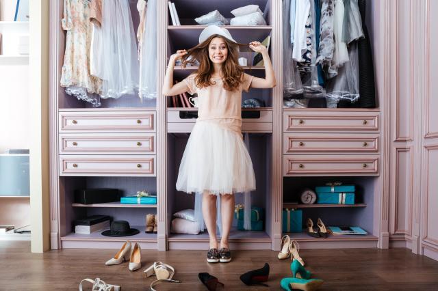 Jak zbudować garderobę, aby była praktyczna i pojemna?