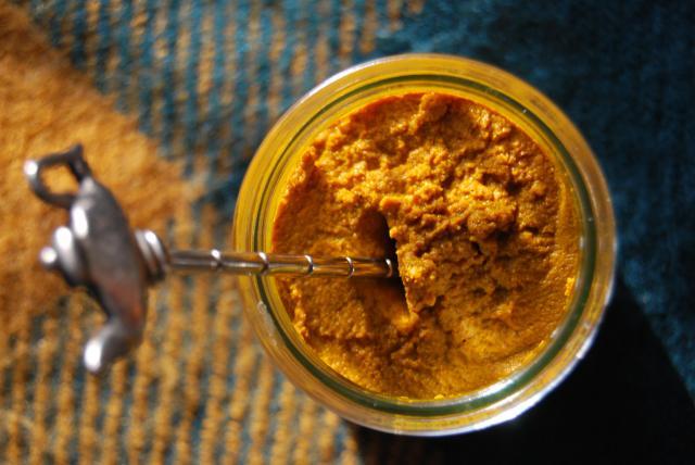 Przepis na pastę z kurkumy i złote mleko