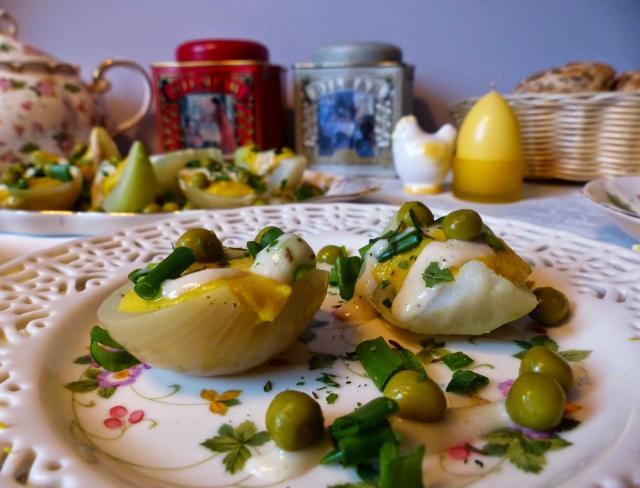Wegańskie jajka, czyli pasta (bez)jajeczna w kalarepie i cebuli