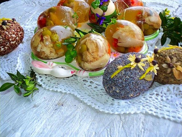 Przepis na galaretkę warzywno mięsną w jajkach