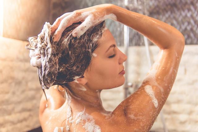 5 dziwnych faktów na temat używania szamponu, o których nie miałaś pojęcia