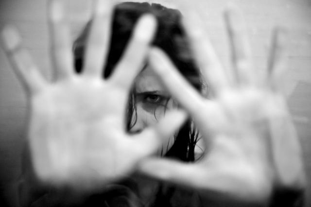kobiece wyznania, przemoc w rodzinie