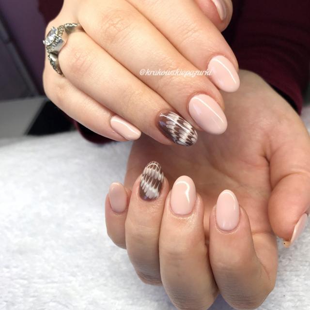 Ekspresowe zdobienia paznokci lakierami hybrydowymi