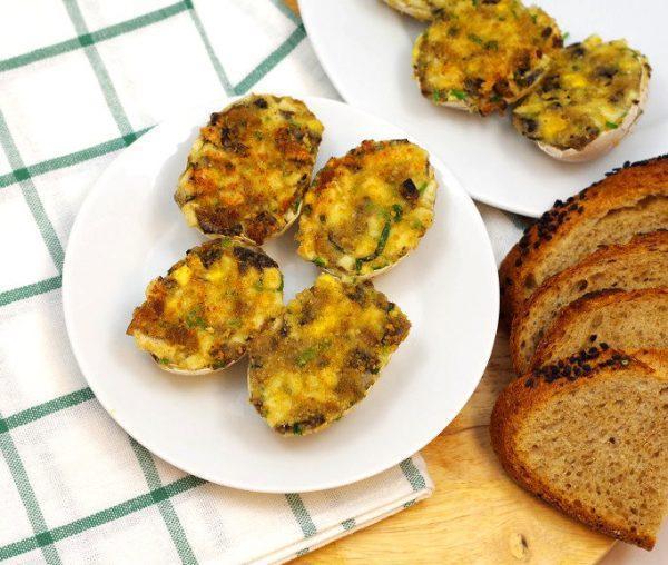 Przepis na jajka z pieczarkami smażone w skorupkach