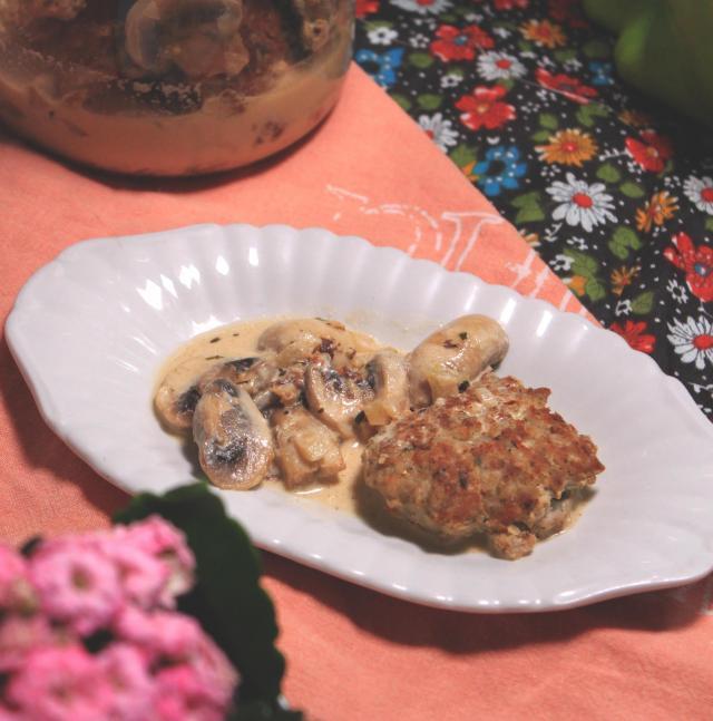 Przepis na wielkanocne klopsiki wieprzowe z sosem pieczarkowym