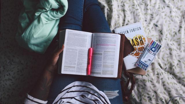 Książka po angielsku ze słownikiem! Wydawnictwo [ze słownikiem]