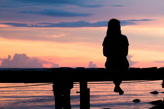 Jak przestać żyć przeszłością? Skończ z tym, zanim zniszczysz sobie życie
