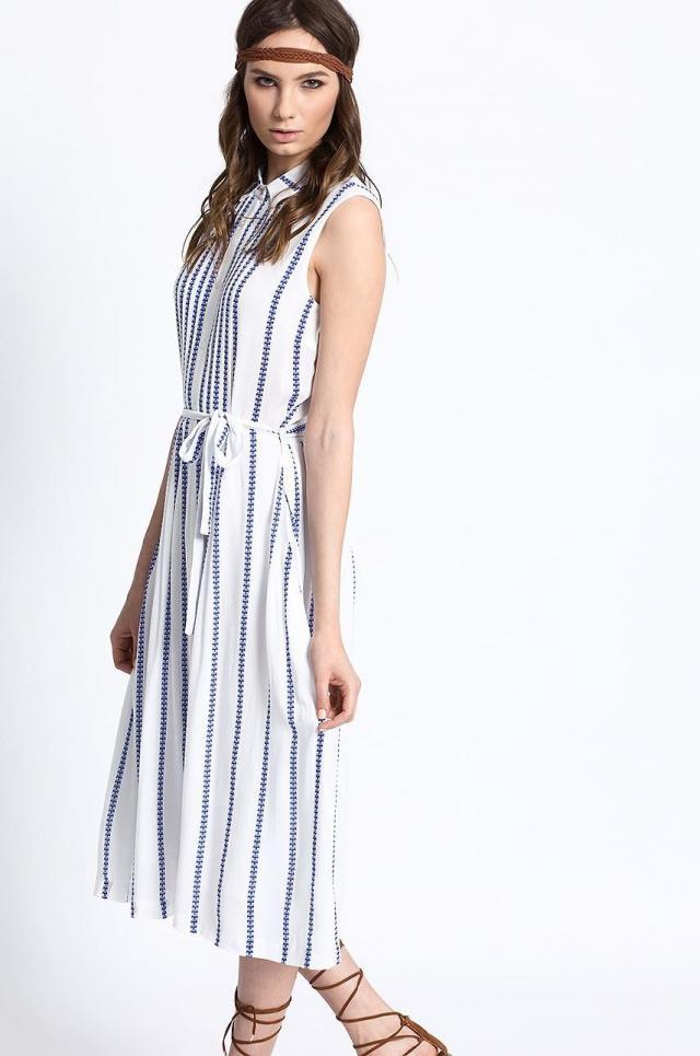 Jaka sukienka do jasnych butów?