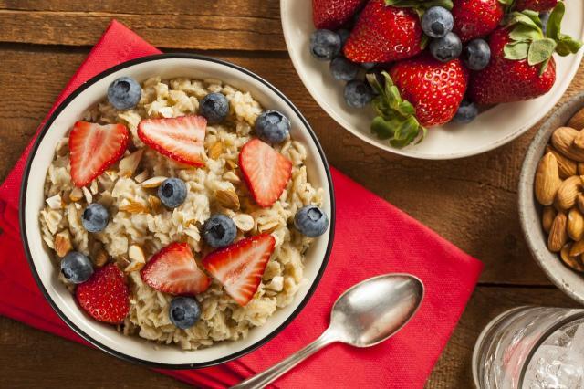 Przepisy na zdrowe desery z płatkami owsianymi w roli głównej