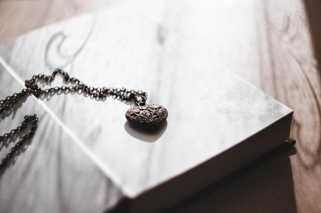 O czym pamiętać wybierając biżuterię? Czyli jak dobrać dodatki do dekoltu?