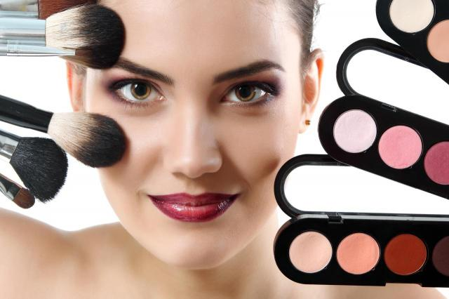 Natural fresh make-up - Prosty makijaż, który podkreśli kobiece piękno