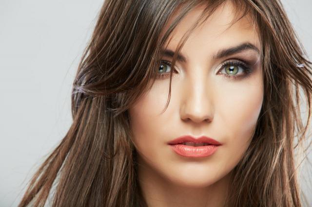 Odkrywamy przed Wami tajemnicę makijażu głęboko osadzonych oczu