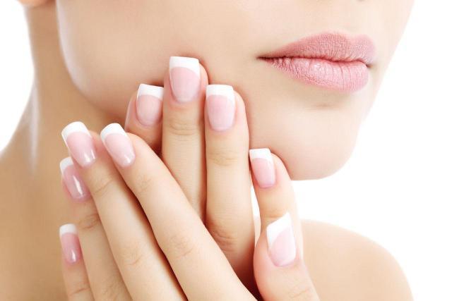 Jak zrobić francuski manicure krok po kroku?