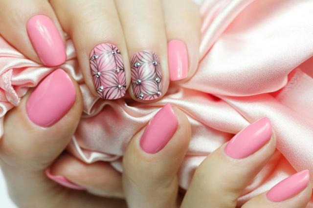 modne kolory paznokci, paznokcie wzory, paznokcie czerwone, paznokcie, paznokcie kolory, paznokcie na lato
