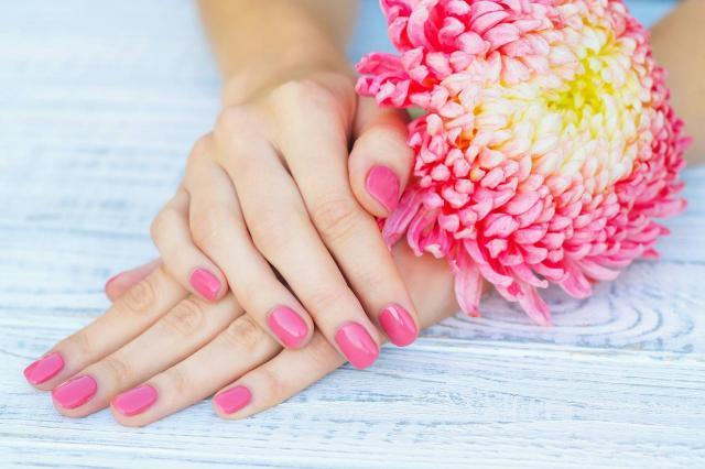 paznokcie wzory, paznokcie czerwone, paznokcie, paznokcie kolory, paznokcie na lato, modne kolory paznokci