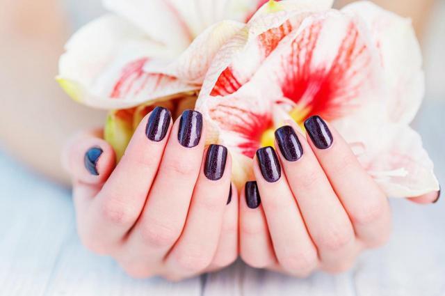 paznokcie, paznokcie kolory, paznokcie na lato, modne kolory paznokci, paznokcie wzory, paznokcie czerwone