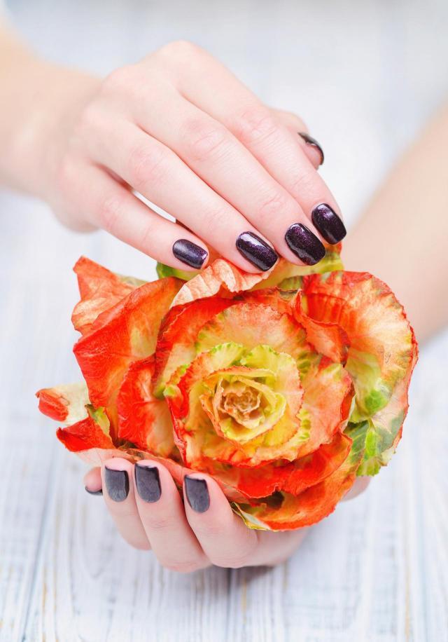 paznokcie kolory, paznokcie na lato, modne kolory paznokci, paznokcie wzory, paznokcie czerwone, paznokcie