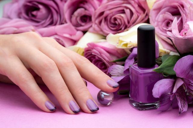 Jak zrobić czarny french manicure?