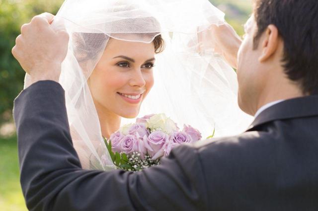 Urzekający makijaż ślubny. Wskazówki i porady