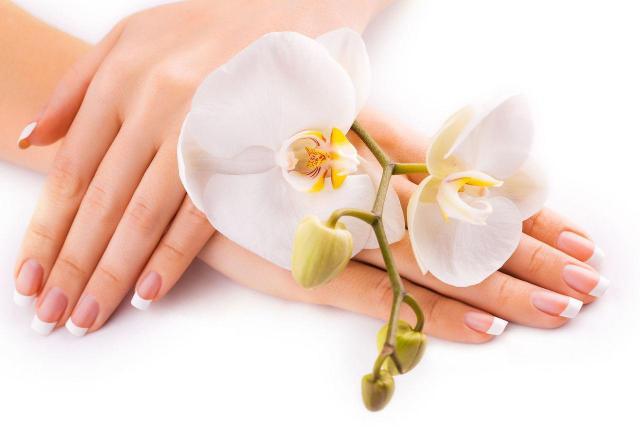 manicure, paznokcie, paznokcie francuskie