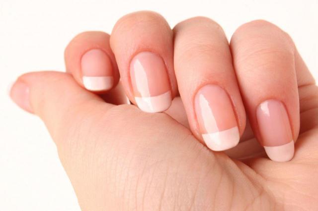Jak w domowy sposób wzmocnić paznokcie?