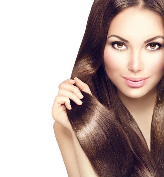 Sposoby na naturalne przyciemnianie włosów