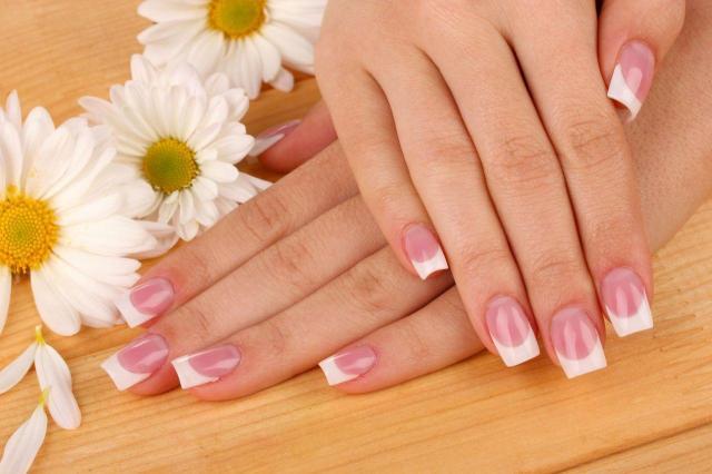 Francuski manicure znowu w modzie