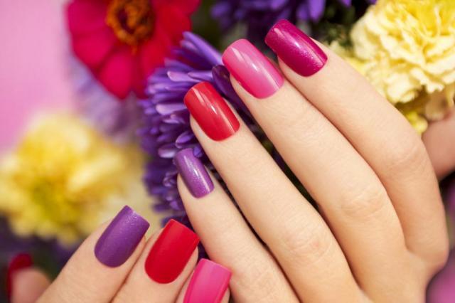 Manicure hybrydowy w domu krok po kroku