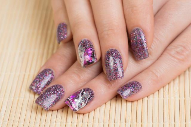 modne kolory paznokci, paznokcie wzory, paznokcie pastelowe