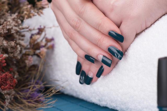 paznokcie wzory, paznokcie pastelowe, modne kolory paznokci