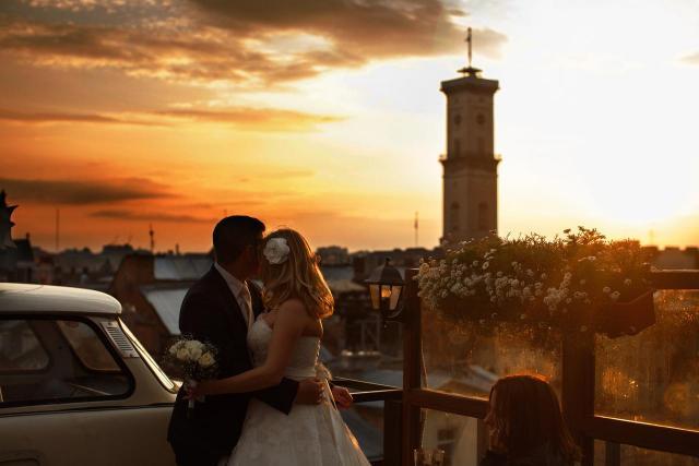 11 par, które zdecydowały się na sesję ślubną w pięknych miejscach