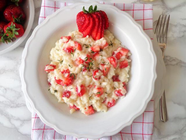 Przepis na risotto z truskawkami i kozim serem