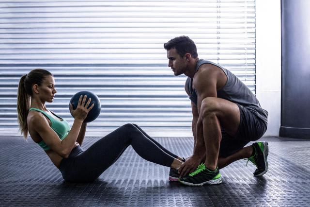 5 ćwiczeń w domu, na pozbycie się dużego brzucha