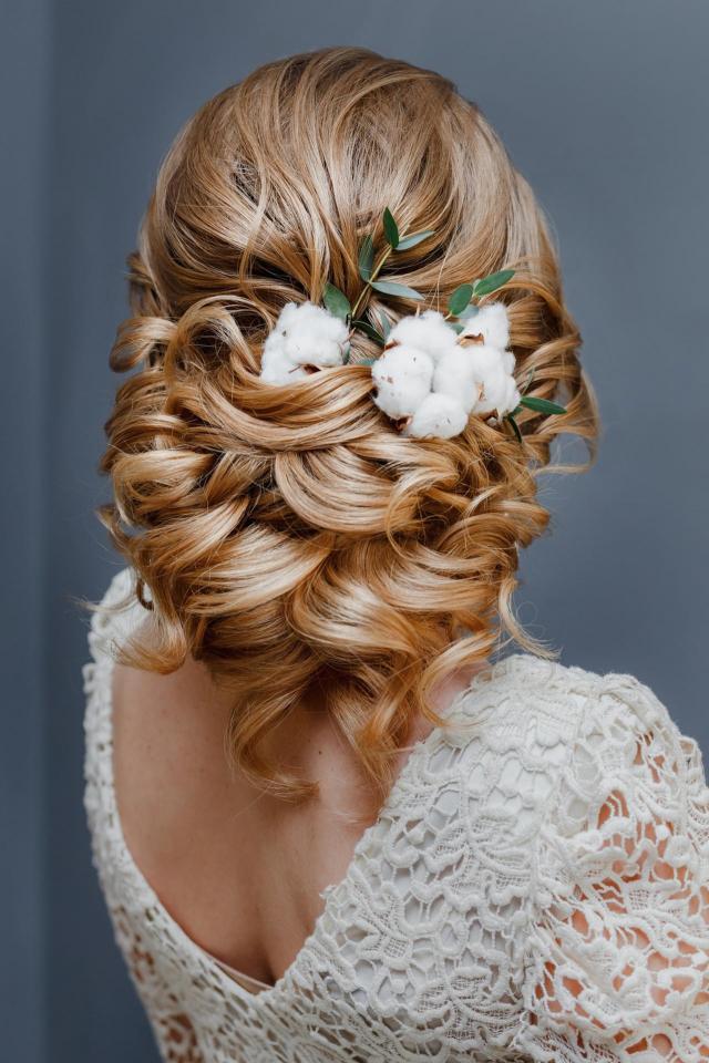 fryzury upięcia, fryzury ślubne, ślub inspiracje, włosy długie, fryzury na wesele